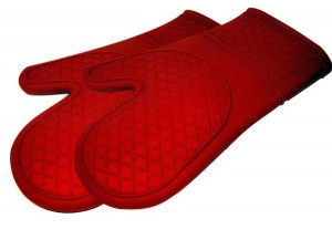 These silicon and cotton oven mitts from Kitchen Elements are our recommended oven mitts.